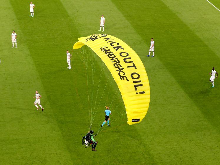 Van een parachutist over een owngoal tot een fenomenale sprint: dit was het spektakelrijke duel tussen Frankrijk en Duitsland