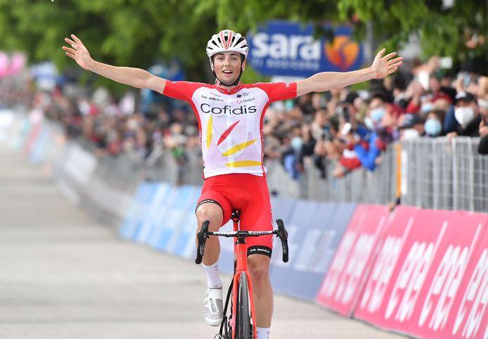 Victor Lafay viert zijn overwinning.