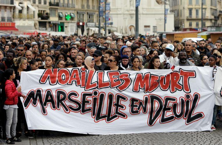 Inwoners van Marseille hielden vandaag een herdenkingsmars voor de slachtoffers van de ingestorte gebouwen eerder deze week.