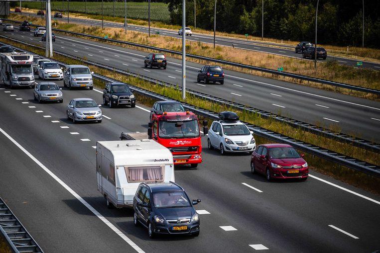 Vakantieverkeer richting de Belgische grens op de A67 bij Eindhoven.  Beeld ANP