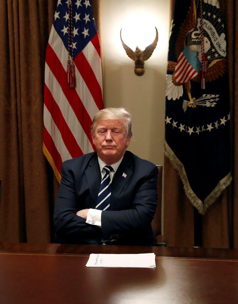 ► VS-president Trump wacht op de journalisten in Washington om te spreken over zijn ontmoeting met zijn Russische collega Poetin. Beeld REUTERS