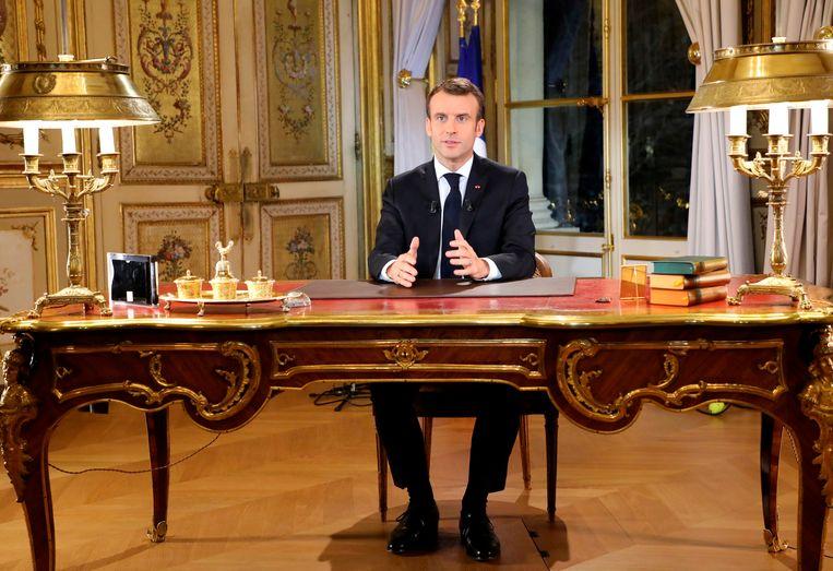 ►Emmanuel Macron zei in zijn toespraak dat de boosheid diep zit en legitiem is. Beeld AP