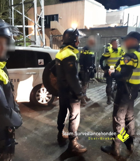 Politie: 'PSV-supporters met slagwapens richting Helmond na voetbalwedstrijd'
