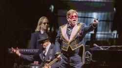 Elton John gaat over de rooie tijdens concert en scheldt bewakers de huid vol