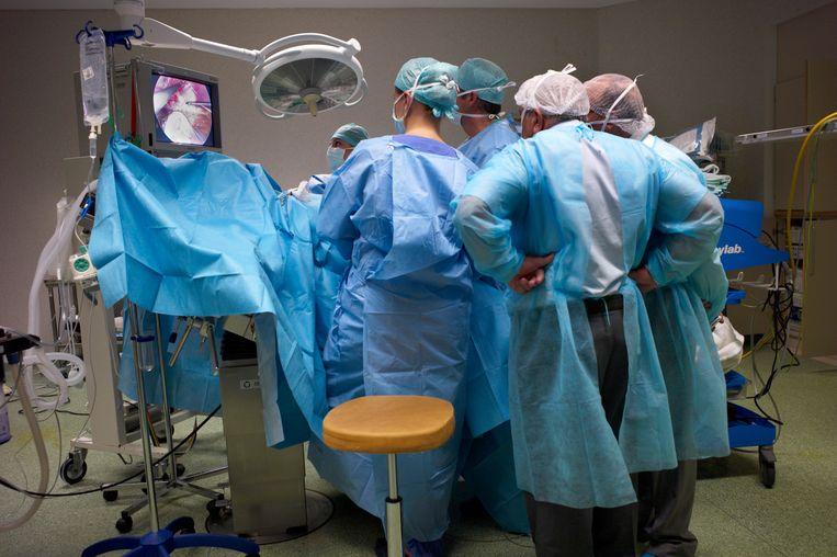Een maagverkleiningsoperatie in het Europa Ziekenhuis, vestiging St-Michiel, in Brussel. Beeld Hollandse Hoogte / Roel Visser