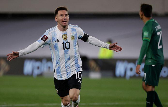 Lionel Messi viert zijn eerste treffer tegen Bolivia.