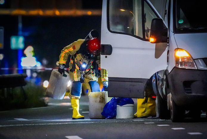 Bus met lekkend drugsafval op Anthony Fokkerweg in Eindhoven