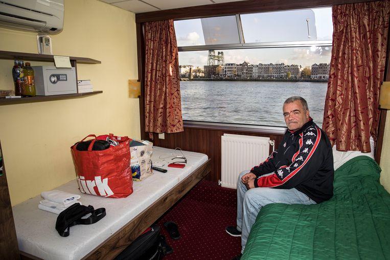 Daklozenopvang op de MS Allegro, een schip dat ligt aan de Boompjes in Rotterdam. Beeld Arie Kievit