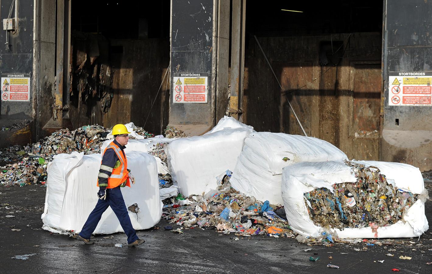 De afvalcentrale AVR levert de warmte voor het Rotterdamse Warmtebedrijf.