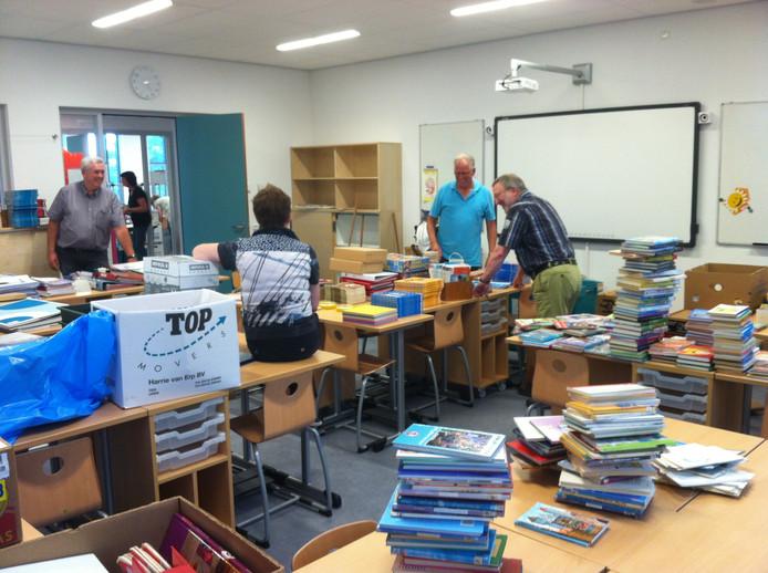 Afgelopen vrijdag stonden de lokalen nog overvol met dozen en spullen. Dinsdag zijn de kinderen weer welkom op school.