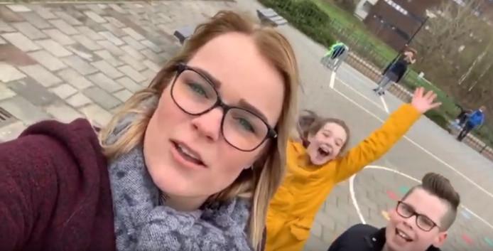 Esley van Overloop op het schoolplein.