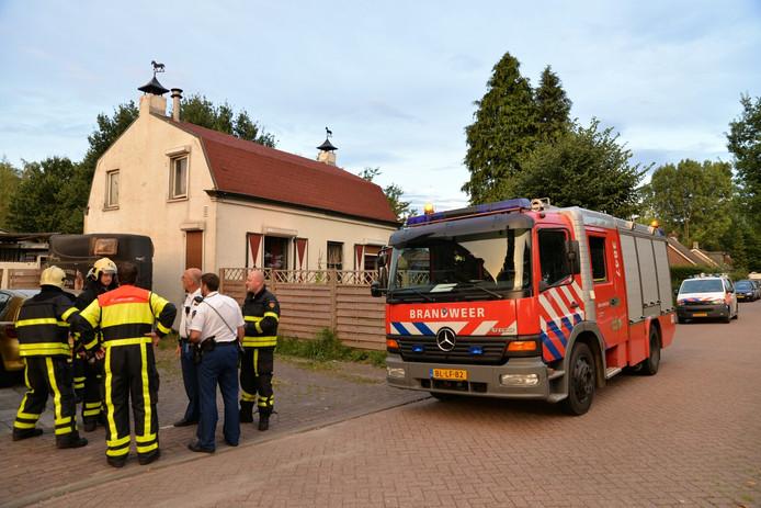 De brandweer heeft de deur geforceerd en de leiding afgesloten.