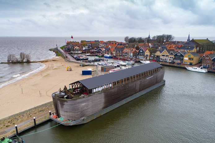 De VerhalenArk is het eerste drijvende Bijbel museum ter wereld en ligt momenteel in de haven van Urk. De Ark is 70 meter lang, 10 meter breed en 13 meter hoog en ligt daar tot 28 februari 2018.