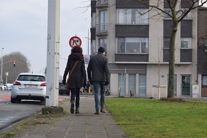 De voetpaden in Zelzate liggen er niet overal even goed bij.