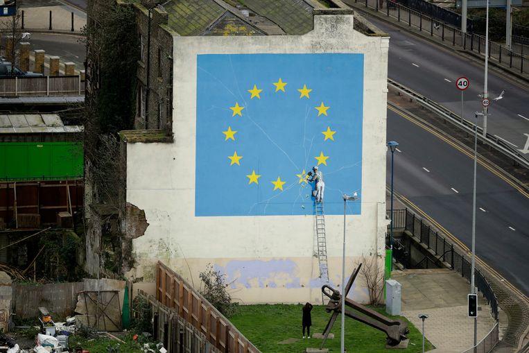 In mei 2017 schilderde Banksy de vlag van de Europese Unie op een kale muur in de Britse havenplaats Dover. Beeld AP