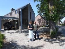 Een stoer huis in Riel, van staal, hout en beton: 'Ongewoon is voor ons gewoon', zeggen de bewoners
