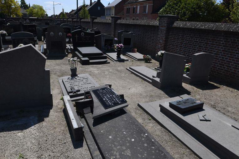 De gemeente Tremelo onderzoekt 'gevandaliseerde' graven op de oude begraafplaats in Baal.