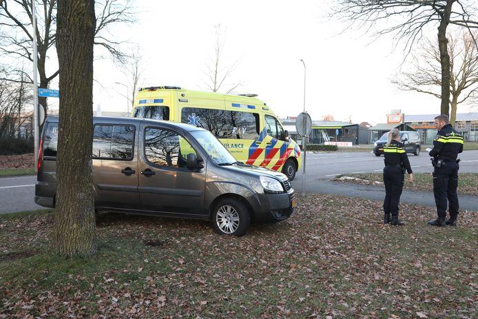 Bij de botsing is een vrouw gewond geraakt.