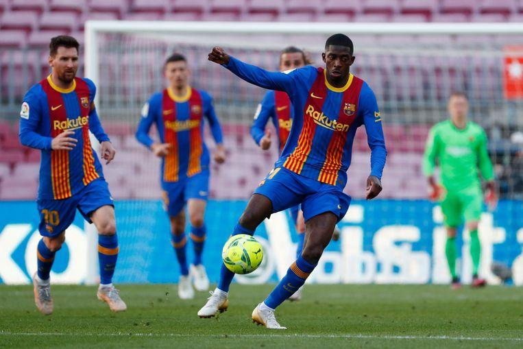 Ousmane Dembélé  aan de bal tegen Atlético. Beeld AP