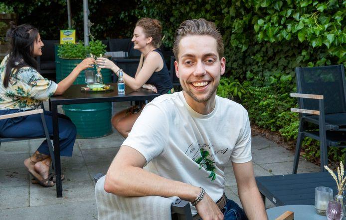 Justin Henzen van Proost organiseert een soort 'First Dates' dating arrangement in zijn restaurant Proost.