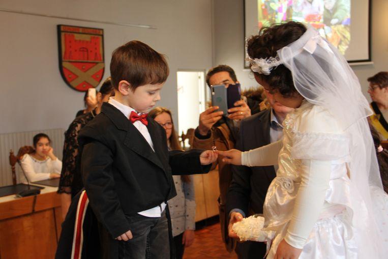 In Ingelmunster traden drie kleuterkoppeltjes van basisschool Het Wonderbos in het huwelijksbootje.
