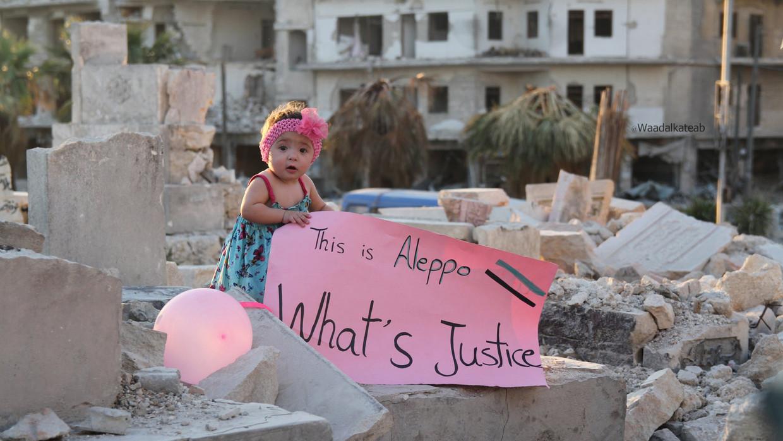 Sama in het puin van de Syrische stad Aleppo in de documentaire 'For Sama' Beeld Channel 4