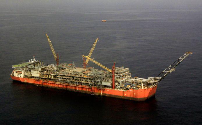 Een olietanker voor de kust van Nigeria.