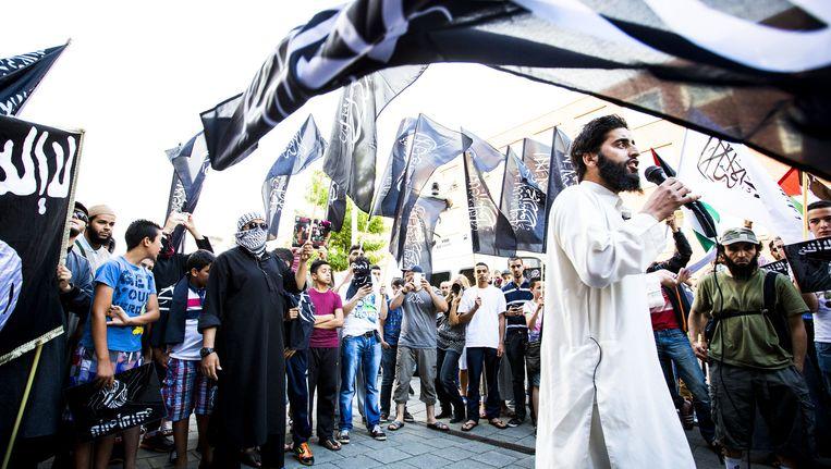 Azzedine C. spreekt tijdens een IS-demonstratie in Den Haag Beeld anp