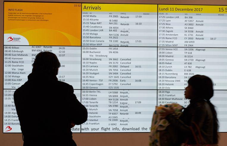 Op Brussels Airport zijn gisteren zowat 300 vluchten geannuleerd.  Beeld vincent duterne / photonews