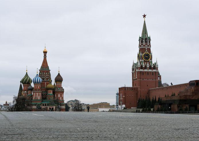 La place Rouge à Moscou est complètement déserte.