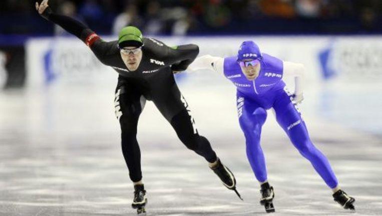 Wouter Olde Heuvel (L) in actie tegen Ted-Jan Bloemen op de 1500 meter. Foto ANP Beeld