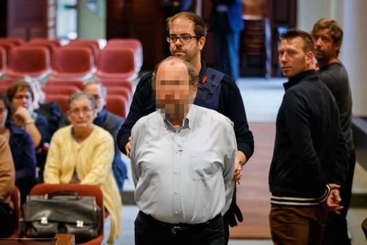 Ivo Poppe, l'ancien diacre de Wevelgem, est accusé d'au moins 10 assassinats.