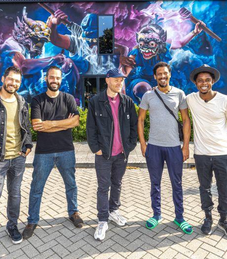 Typhoon, Rico en Sticks hebben hun eigen muzikale muurschildering in Zwolle: 'Wat leip!'