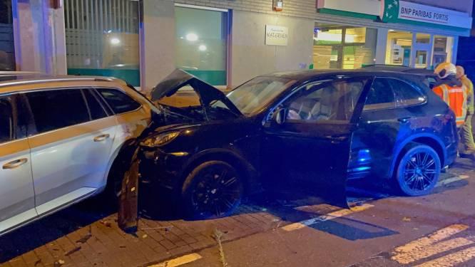 Automobiliste (54) knalt met Porsche tegen drie geparkeerde auto's aan school in Izegem