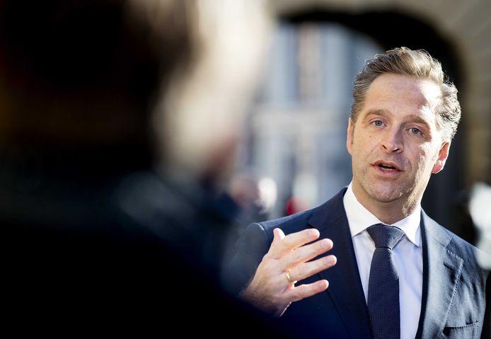 Hugo de Jonge, demissionair minister van Volksgezondheid, Welzijn en Sport komt aan op het Binnenhof voor de wekelijkse ministerraad.