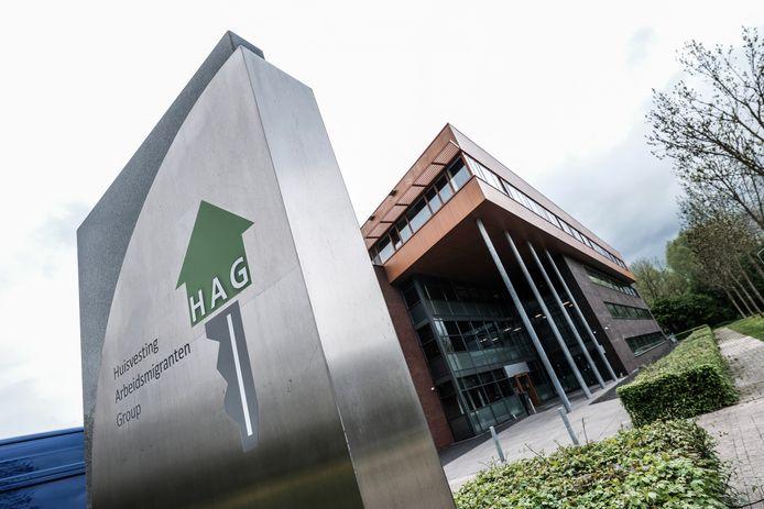 In het voormalige pand van de Rabobank op kantorenpark Mercurion in Zevenaar nemen 180 arbeidsmigranten hun intrek.