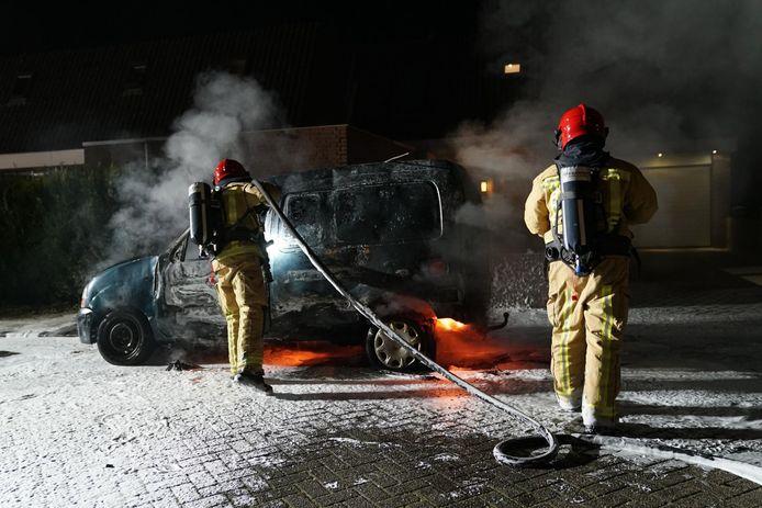 Aan Het Kaar in Bergeijk is een bestelauto uitgebrand.