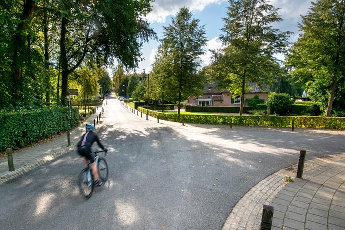 Op deze plek is donderdag een 83-jarige vrouw om het leven gekomen bij een botsing met fietsers.
