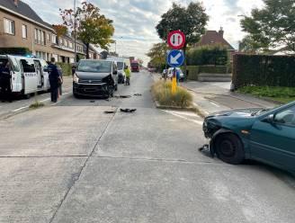 Automobilist (56) gewond bij frontale botsing aan wegversmalling op Bosmolens in Izegem