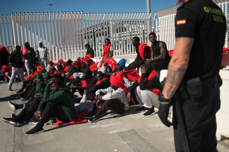 Afrikaanse migranten in de Spaanse haven van Algeciras.  Beeld AFP
