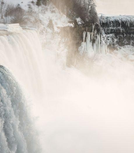 Prachtig ijsspektakel rond Niagarawatervallen trekt vele bezoekers