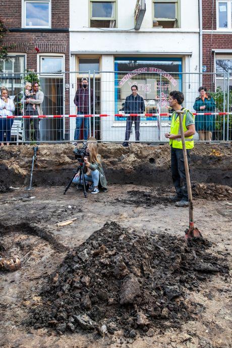 Naast een skelet vinden archeologen nu ook een grote nederzetting in Utrechtse straat