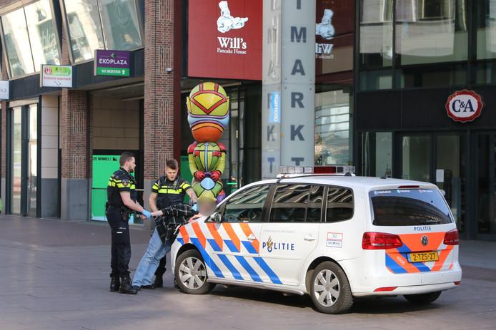 Het tweetal viel mensen lastig in het Haagse centrum.