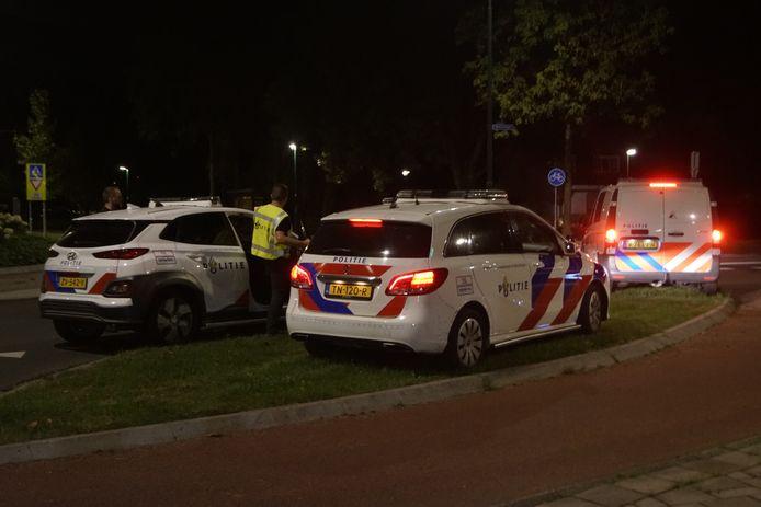 De politie rukte zondagavond uit naar de Westsingel in Bunschoten-Spakenburg. Daar schoot een 16-jarige jongen met een alarmpistool in de lucht.