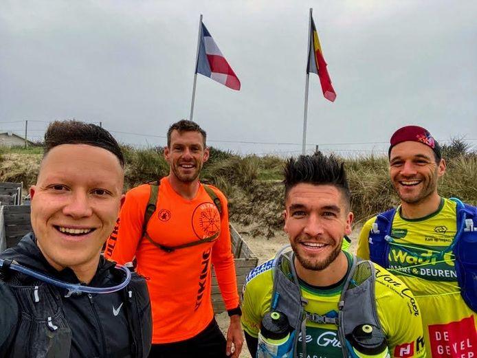Een dubbele marathon langs de kust: Deze mannen uit Grimbergen klaarden de klus. VLNR: Daan, Jelle, Wannes en Willem