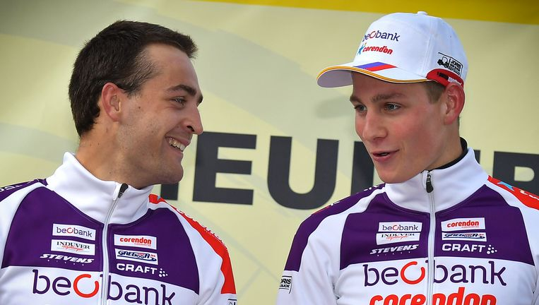 Wietse Bosmans (L) en ploegmaat Mathieu van der Poel (R) Beeld BELGA
