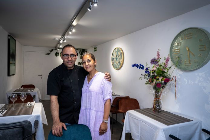 Sarah en Jawad in de nieuwe Deli Casa aan de Oude Vest.