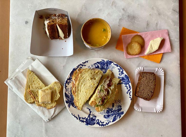 De bestelling van Lunchroom Wilhelmina. Beeld Monique Van Loon