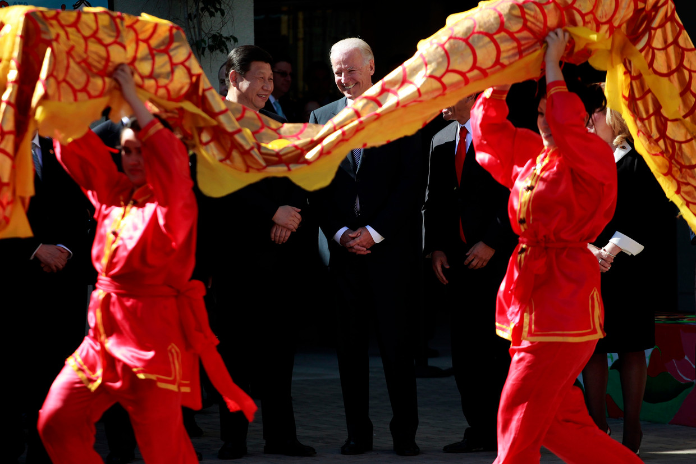 Februari 2012, Joe Biden, destijds vicepresident van de Verenigde Staten, ontvangt de Chinese leider Xi Jinping in South Gate, Californië.
