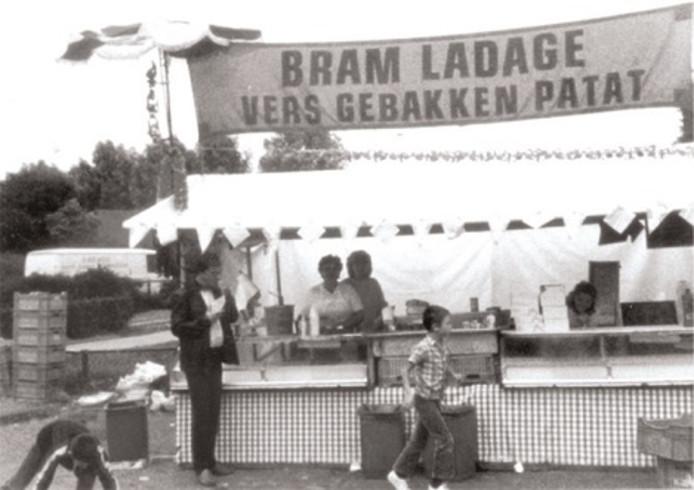 De patatkraam van Bram Ladage in 1967.